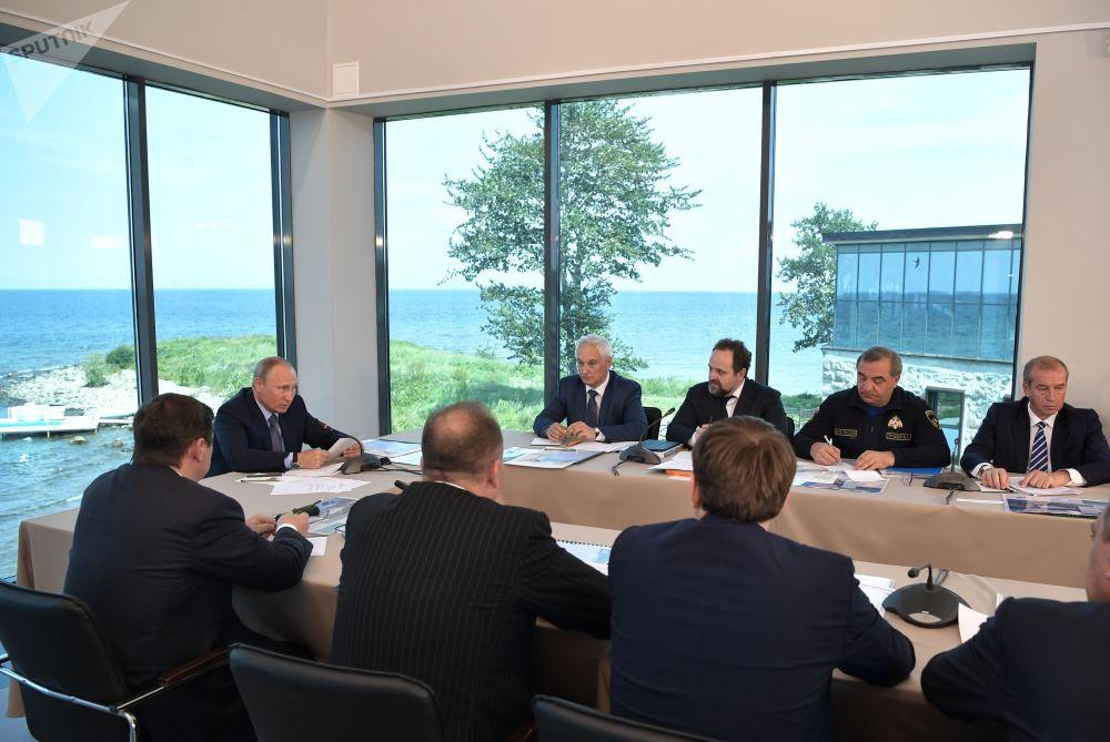 Prezident zdůraznil, že zachování jezera, které je dědictvím nejen Ruska, ale i celé planety, je prioritou státní politiky