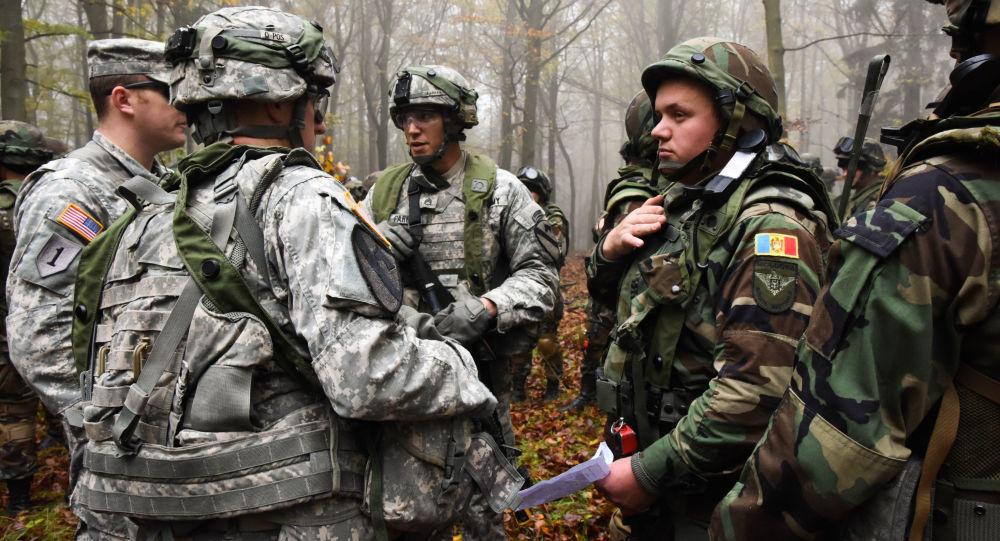 Američtí a moldavští vojáci na společných cvičeních