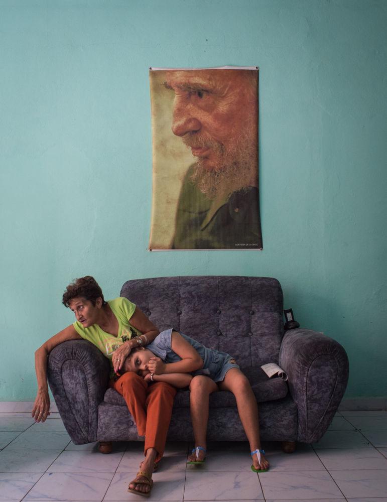 Ruská fotografka Kristina Kormilicynová s foto Černý kvadrát Fidela má třetí místo v nominaci Hlavní zprávy. Série fotografií
