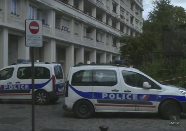 Zábery z Paříže, kde najel automobil do skupiny vojáků