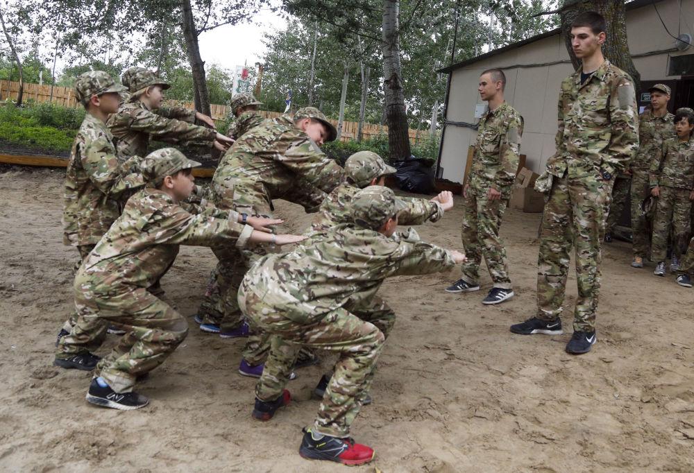 Militarizovaný dětský tábor na Ukrajině