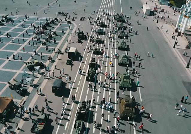 Do středu Petrohradu přijely tanky Velké vlastenecké války