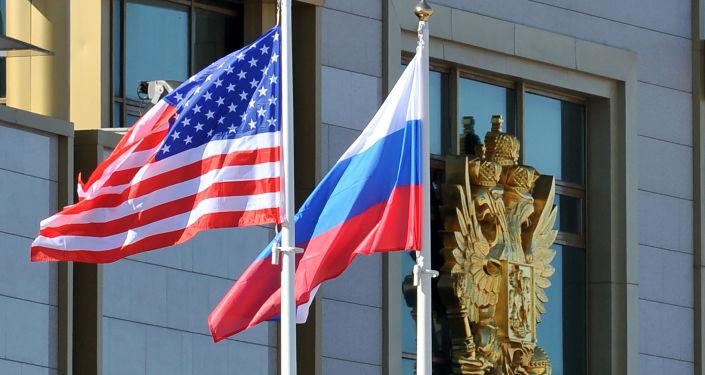 Ruská a americká vlajky