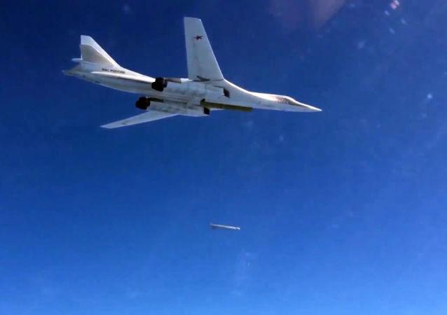 Bombardér RF s raketou s plochou dráhou letu