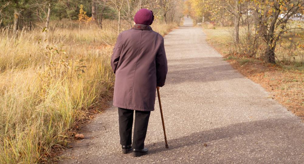 Důchodkyně v parku