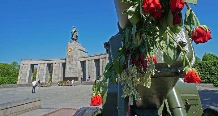 Pomník sovětským vojákům v Tiergartenu