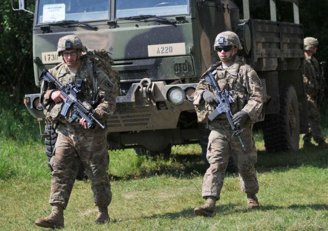 Američtí vojáci během cvičení Fearless Guardian na Ukrajině