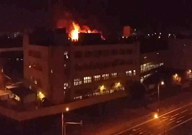 Velký požár vypukl ve skladu v Moskěš v noci