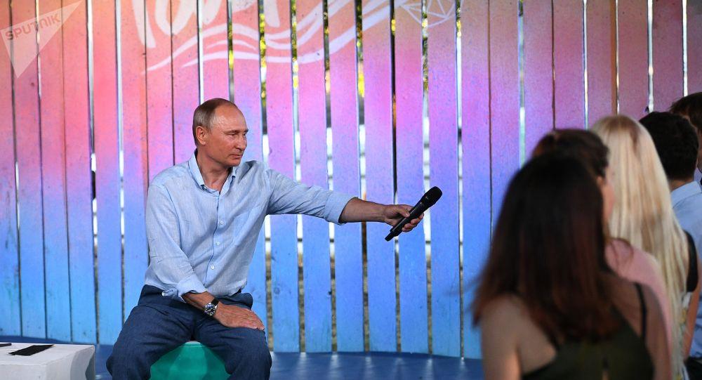 Prezident Ruska Vladimir Putin na schůzce s účastníky fóru Tavrida