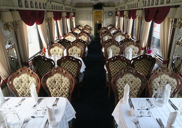 Jídelní vůz ve vlaku Císařské Rusko