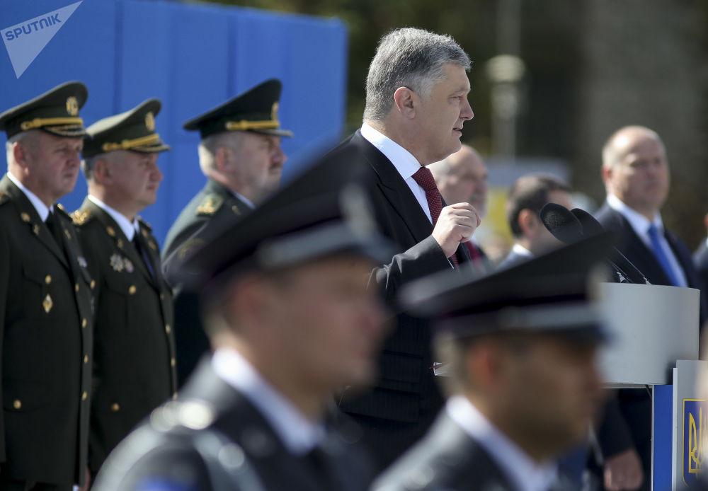 Přehlídka v Kyjevě: vojáci NATO a technika z doby SSSR se představily v centru města