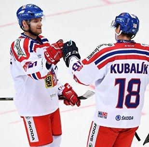 Jakub Jeřábek a Dominik Kubalík