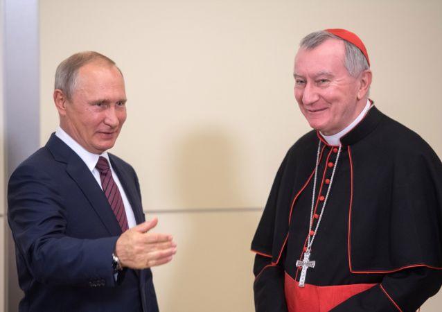 Ruský prezident Vladimir Putin a vatikánský státní sekretář Pietro Parolin