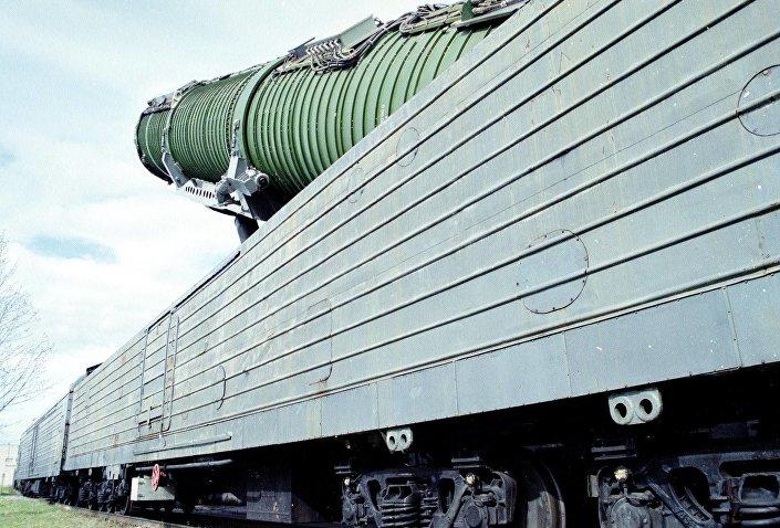 Bojový železniční raketový komplex