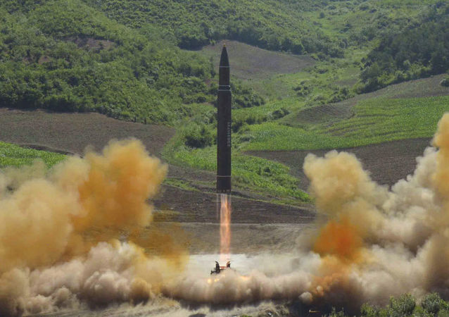 Start rakety Hwasong-14 v KLDR. Ilustrační foto