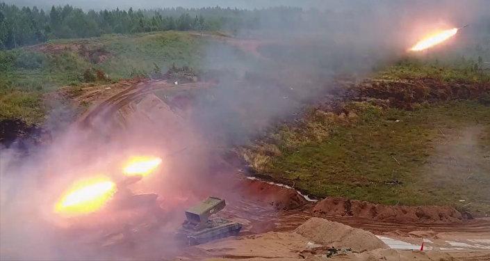 Střelby z těžkého raketometu TOS-1A Soltsepek v Leningradské oblasti