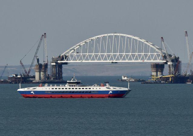 Železniční oblouk Krymského mostu