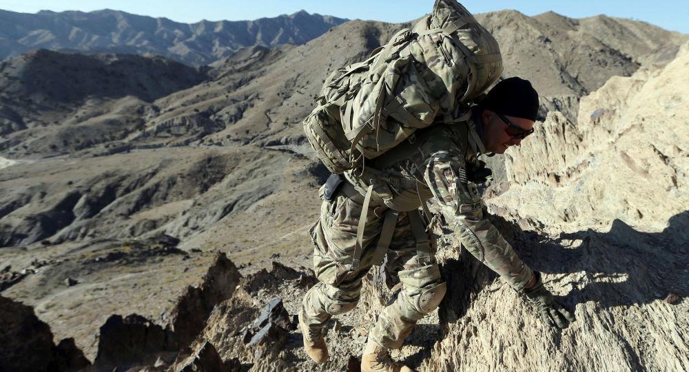 Americký voják na afghánské hranici s Pákistánem