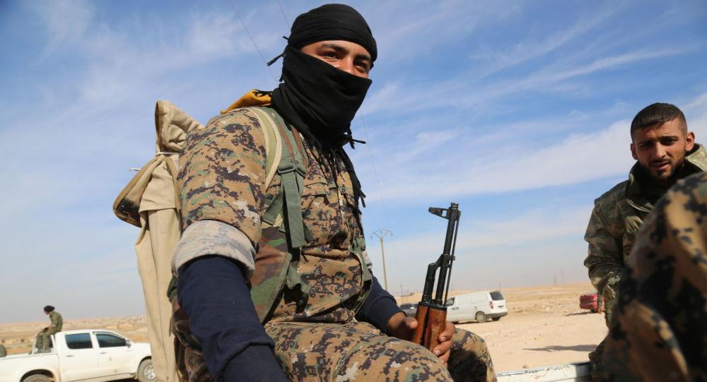 Voják SDF v Sýrii