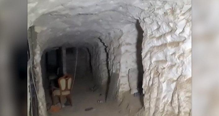 Syrští vojáci ukázali tajné skrýše teroristů