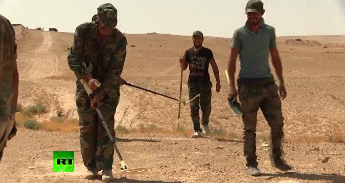 Syrští ženisté zcela odminovali cestu k zásobování Dajr az-Zauru