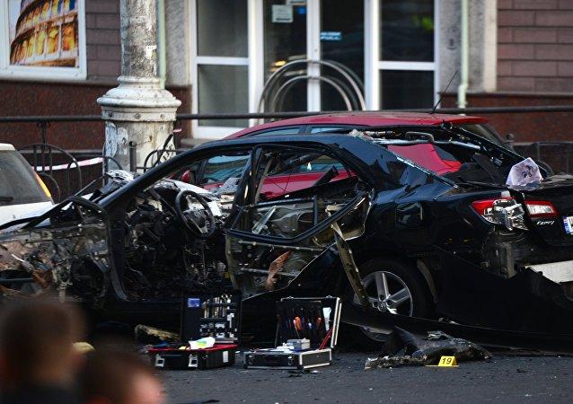 Poškozený v důsledku exploze automobil v Kyjevě