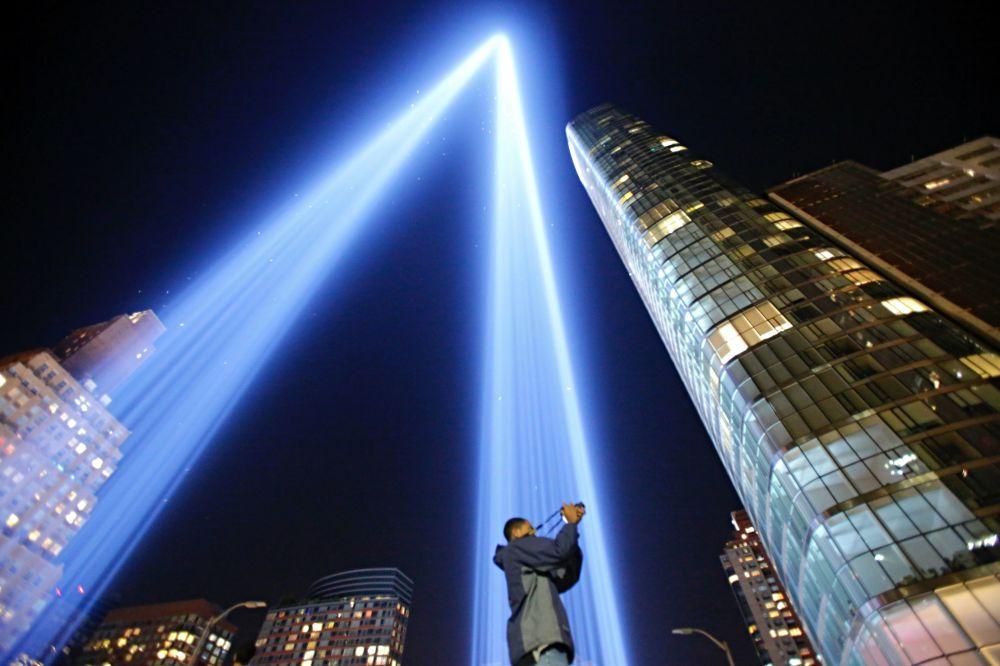Instalace Věnování v světle v New Yorku na prahu výročí teroristických útoků 11. září