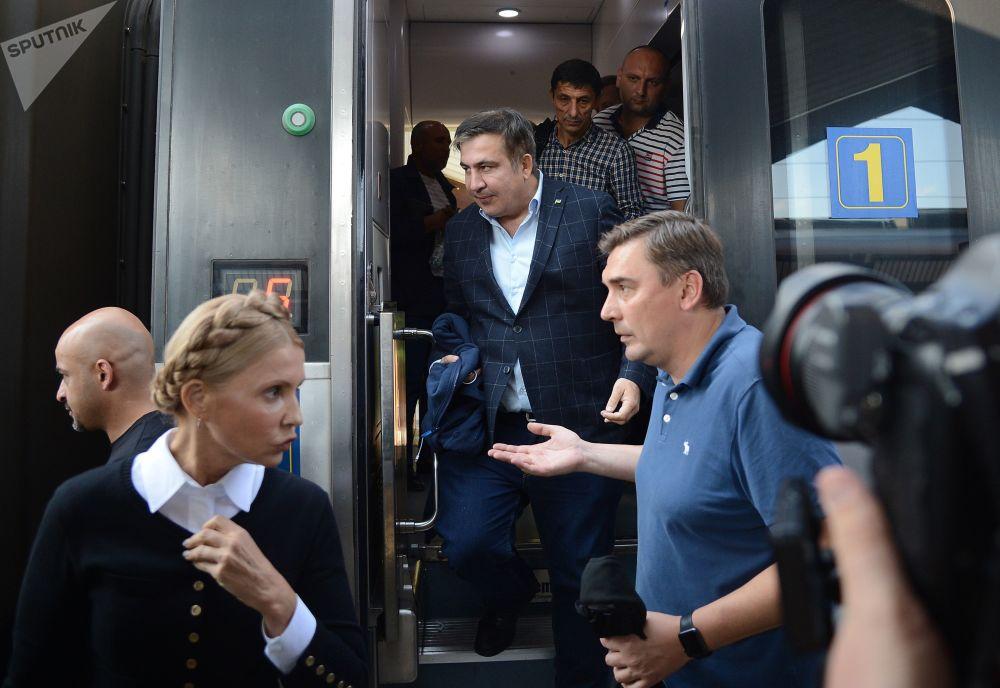 Gruzínský exprezident a exgubernátor Oděské oblasti Michail Saakašvili na železničním nádraží v polském Przemyślu