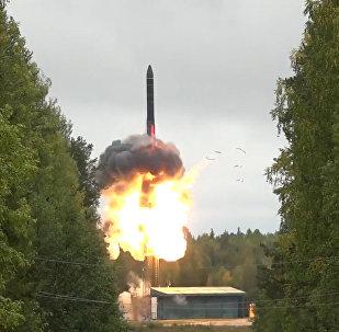 Odpálení balistické rakety Jars na kosmodromu Pleseck