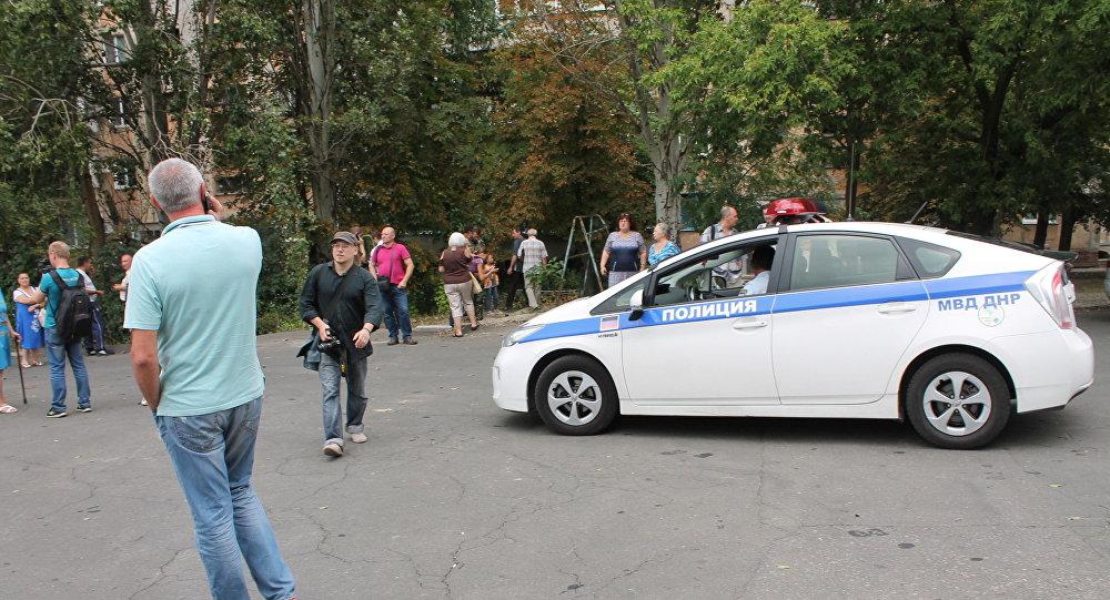 Policie na místě výbuchu v Doněcku