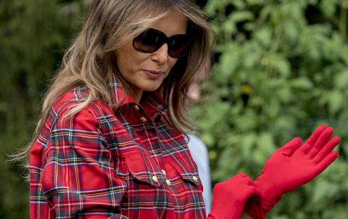 Melanie Trump během práce v zahradě Bílého domu