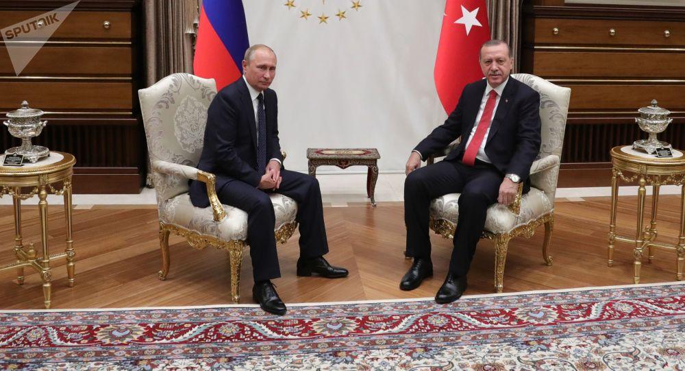 ПPrezident RF Vladimir Putin a turecký prezident Recep Erdogan během schůzky v Ankaře
