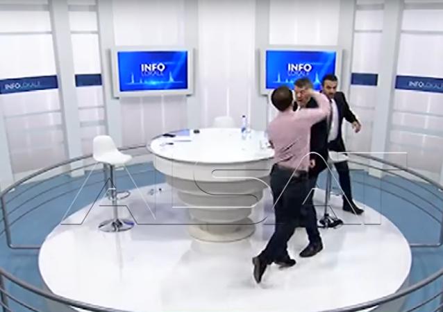 Kosovští poslanci se poprali v přímém přenosu