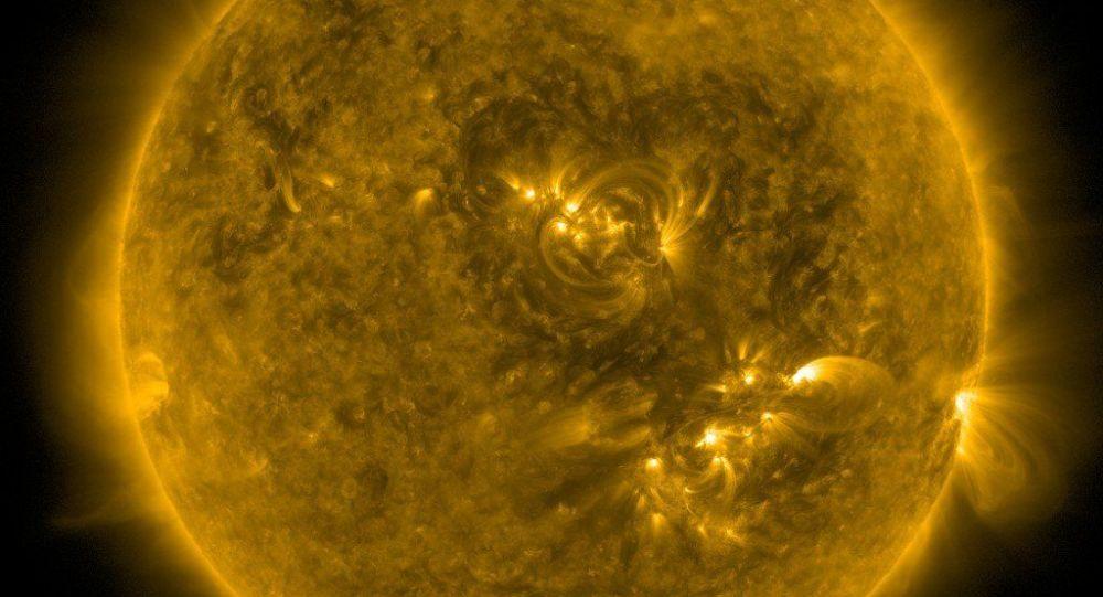 Slunce s figurou podobnou srdci