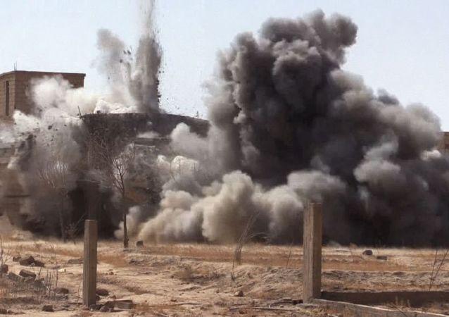 Odminování syrského města Dajr az-Zaur