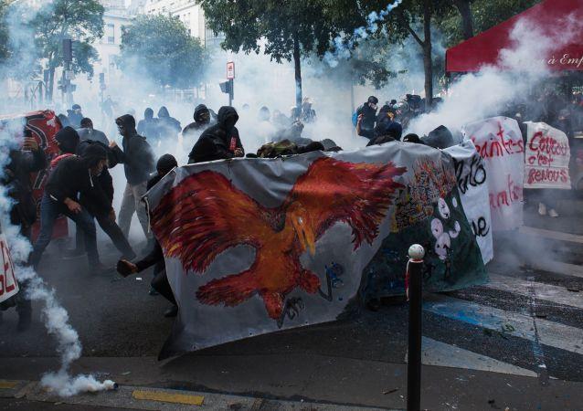 Protesty v Paříži. Ilustrační foto
