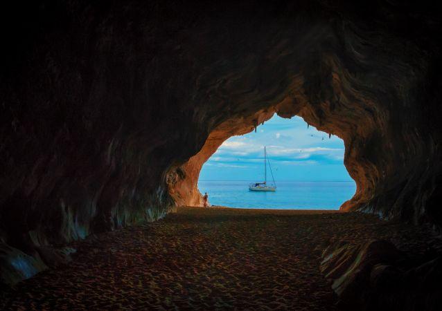 Jeskyně. Ilustrační foto