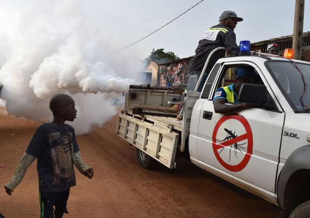 Likvidace komárů kvůli šíření horečky dengue v Pobřeží slonoviny. Archivní foto