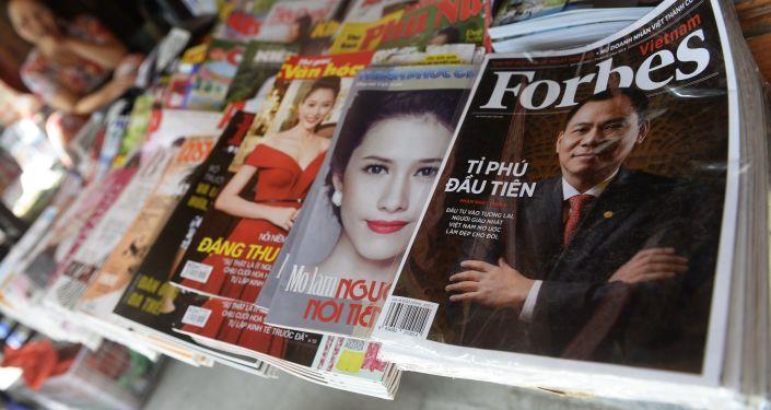 Magazín Forbes na pultě. Ilustrační foto