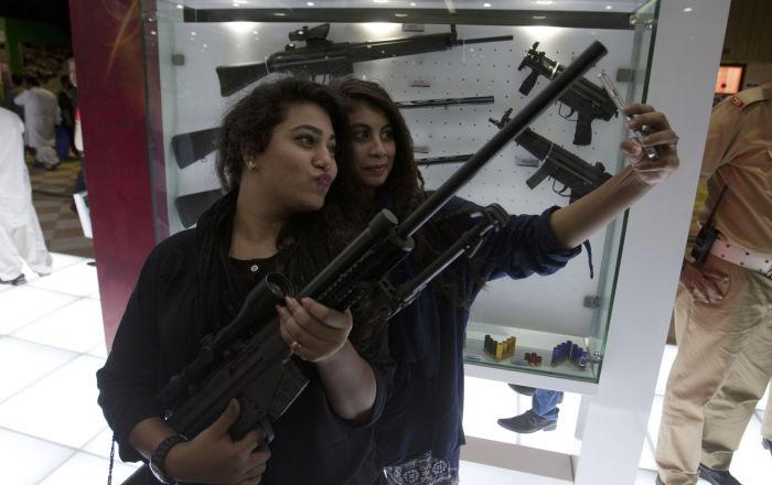 Ozbrojené dívky: hezké a nebezpečné