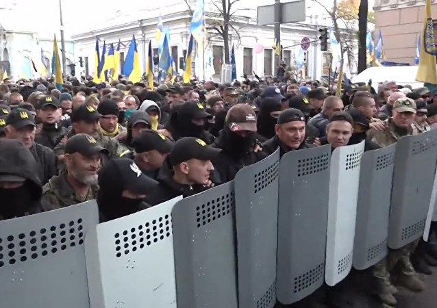 Masové protesty u Nejvyšší rady v Kyjevě. Video
