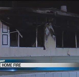 Muž, který se snažil zabít pavouky, zapálil celý dům. Video