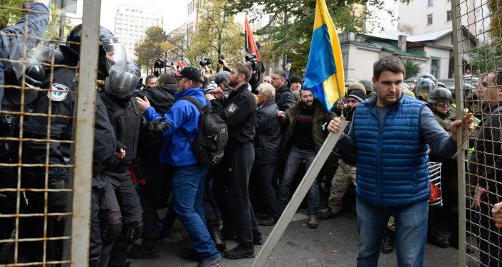 Mítink před parlamentní budovou v Kyjevě