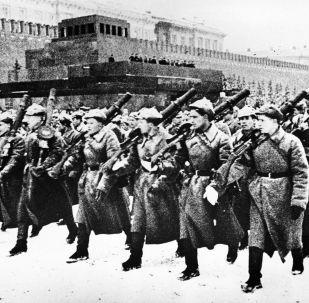 Přehlídka na Rudém náměstí 7. listopadu r. 1941