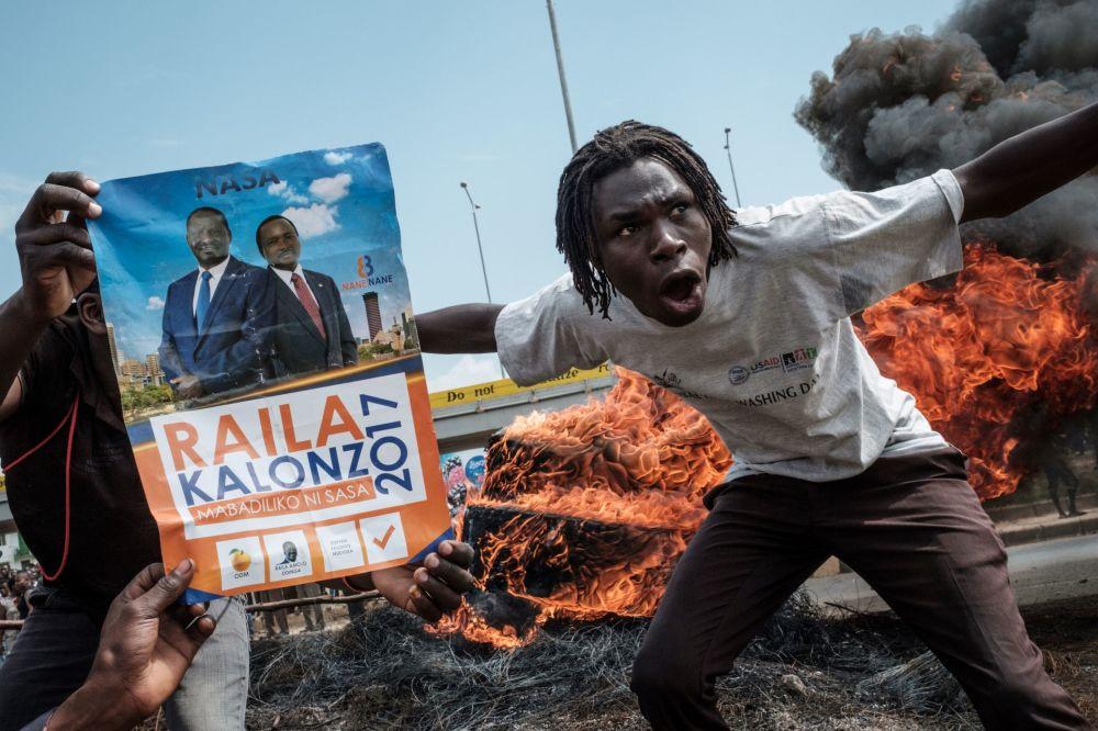 Demonstranti žádají demisi úředníků tvořících Nezávislou komisi pro volby a hranice, Keňa