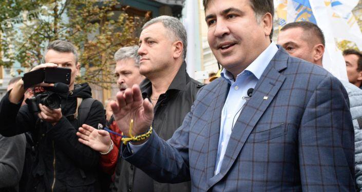Exprezident Gruzie a exgubernátor Oděské oblasti Michail Saakašvili na mítinku před budovou Nejvyšší Rady