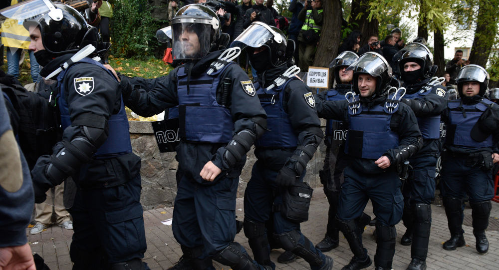 Policie u budovy Rady v Kyjevu