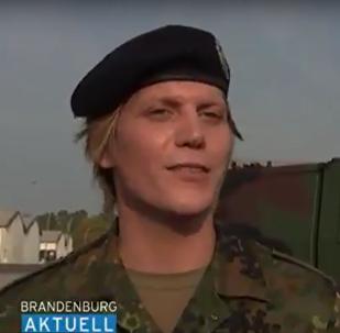 Podplukovník Anastasia: v Německu se do čela praporu poprvé postavil transgender. Video