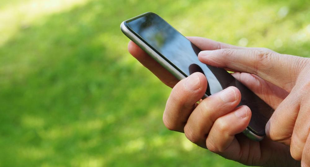 Člověk s chytrým telefonem