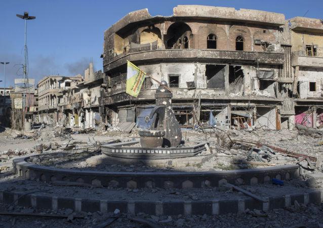 Zřícené budovy v Rakce